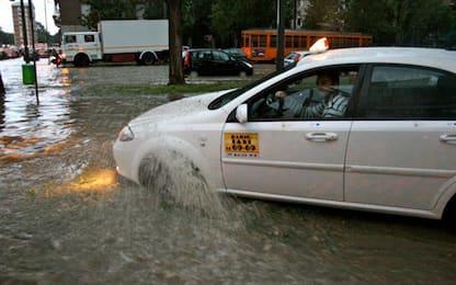 Milano, si rompe condotta acqua: allagato garage 5000 metri quadrati