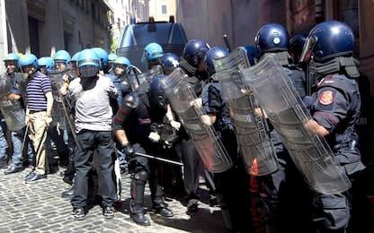 Sit-in a Roma contro chiusure: scontri tra manifestanti e polizia