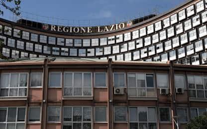 Roma, protesta contro sgomberi: in tre incatenati a cancelli Regione