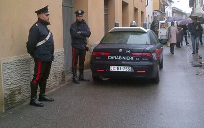 Trovato senza patente scappa e spintona carabinieri nel Lodigiano