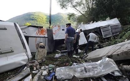 Strage del bus di Avellino, perito accusa Autostrade: barriere usurate