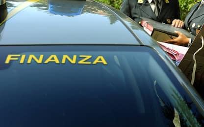 Napoli, sequestrati oltre 22mila articoli per la cosmesi contraffatti