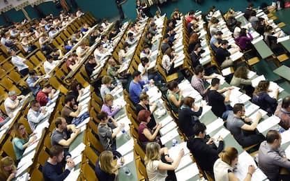 Al via test di Medicina a Torino, protesta contro numero chiuso