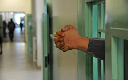 Droga nascosta nell'accappatoio inviato a un detenuto: sequestrata