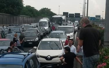 maltempo_roma_nubifragio_auto_bloccate_gra_04