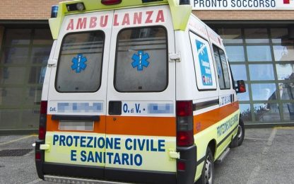 Incidente nel Varesotto, cade dalla moto: morto 35enne