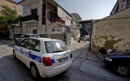 Rapina con sparatoria in un negozio ad Afragola: due ricercati