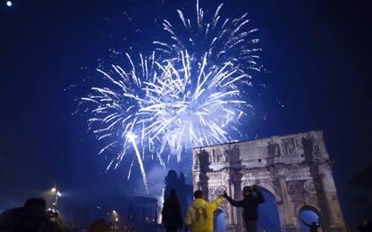Capodanno a Roma, Raggi firma ordinanza che vieta i botti