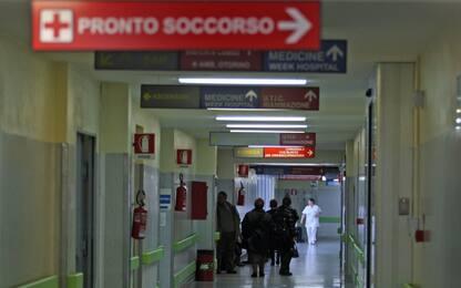 Meningite, ricoverata insegnante a Napoli: è in prognosi riservata
