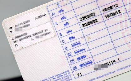 Vendevano patenti false, 12 misure cautelari tra Napoli e Caserta