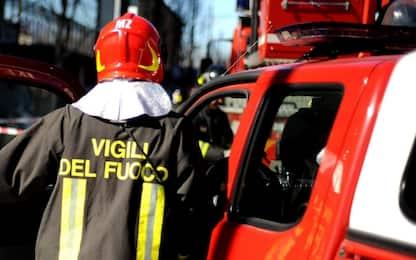 Roma, incendio di sterpaglie in via Pontina: strada chiusa