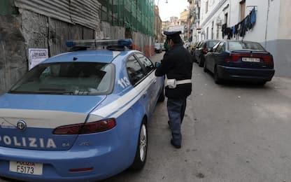 Aggredisce la madre e ferisce agenti di polizia: arrestato a Napoli