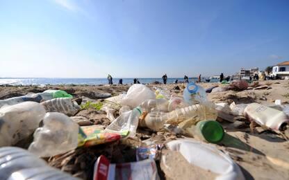 Ambiente, atleti ripuliscono un tratto della spiaggia di Capocotta