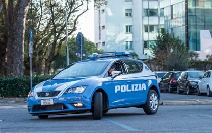 Prato, 17enne spara da un terrazzo e ferisce un passante