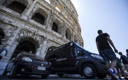 Drone vola tra Fori Imperiali e Colosseo: denunciato turista 23enne