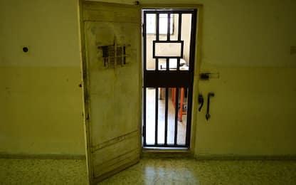 Roma, conversava al cellulare nel carcere di Rebibbia: scoperto detenuto