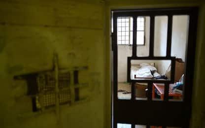 Cinque agenti del carcere di S. Gimignano a processo per tortura