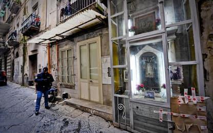 Spari a Napoli, feriti una bimba di 10 anni e tre immigrati