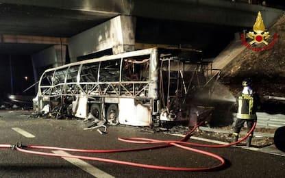Incidente bus A4, l'autista è vivo: indagato per omicidio stradale