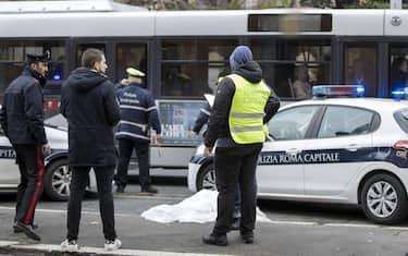 roma_bus_uomo_investito_ansa