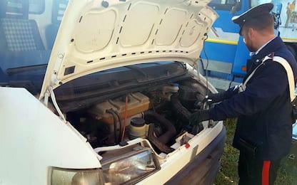 Leini, smontavano auto rubate per rivendere pezzi: tre denunce