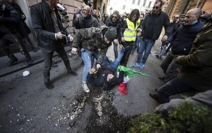 Proteste tassisti, a Roma bombe carta e cariche della polizia