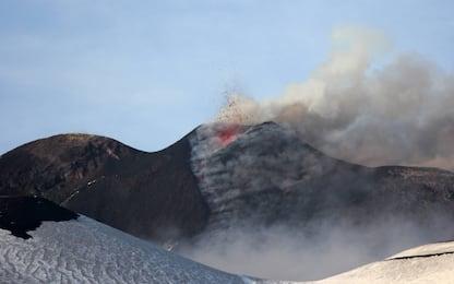 Etna, registrata attività eruttiva: emessa nube di cenere lavica