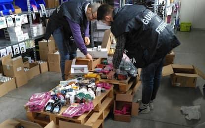 Falso Viagra e farmaci illegali nei sexy shop: 11 arresti