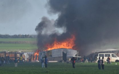 Incendio in una baraccopoli nel Foggiano: morti due migranti