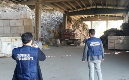 Asti, rifiuti stoccati illegalmente in capannone: denunciato titolare