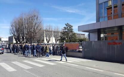 Operaio licenziato dopo un trapianto di fegato: i colleghi scioperano