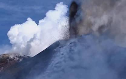 L'Etna torna a eruttare, allerta per il traffico aereo