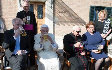 LaPresse_Compleanno_Papa_Ratzinger_7