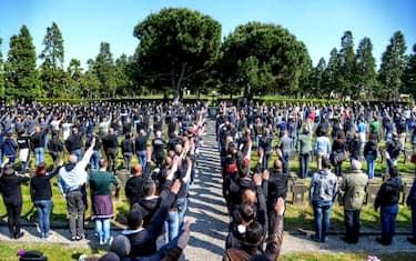 raduno-estrema-destra-milano-cimitero-maggiore-ansa