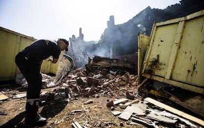 Pomezia, vigili del fuoco ancora in campo. Oggi e domani scuole chiuse