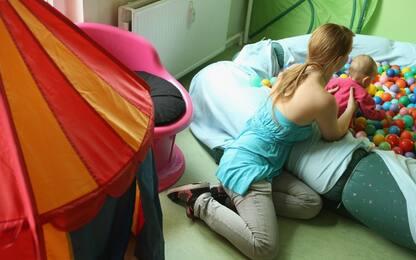 Le mamme distinguono i bimbi dagli adolescenti in base all'odore