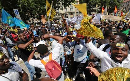 A Milano la marcia pro-migranti. Domani l'interrogatorio di Hosni