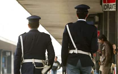 Palermo, due 14enni danneggiano treno con martello: denunciati