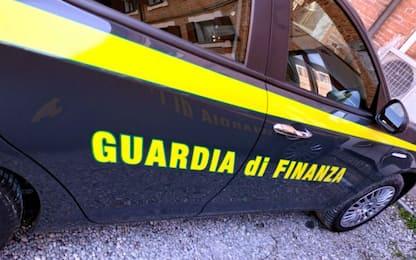Roma, in auto con tre pistole e stupefacenti: arrestato un 25enne