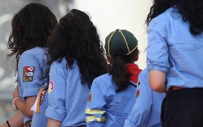Como, attizza il fuoco con alcol: gravemente ustionato scout di 8 anni