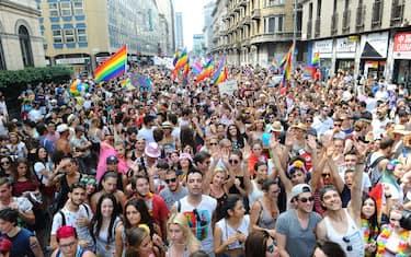 01-gay-pride-milano-fotogramma