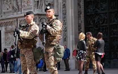 Milano, controlli in Duomo: guardie private al posto dei soldati