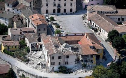 Terremoto, ancora macerie ad Accumoli: cittadini bloccano la Salaria