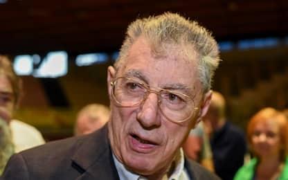 """Varese, Bossi ricoverato in ospedale. Figlio Renzo: """"Solo per esami"""""""