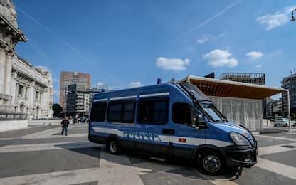 Milano, cerca di rubare un bagaglio in stazione Centrale: arrestato