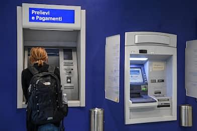 Roma, rubavano bancomat ad anziani: tre arresti