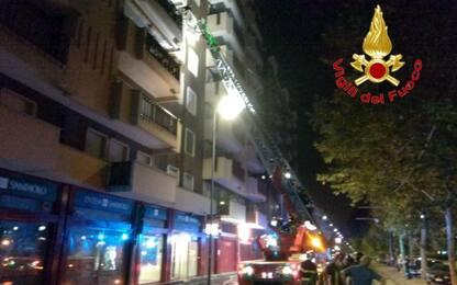 Incendio appartamento Milano. FOTO
