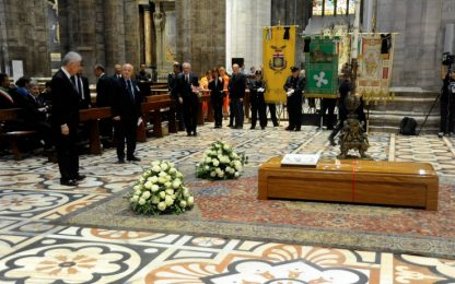 Tettamanzi, l'ultimo saluto al cardinale nel Duomo di Milano