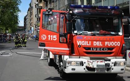 Roma, incendio in un'azienda agricola in via Ardeatina: nessun ferito