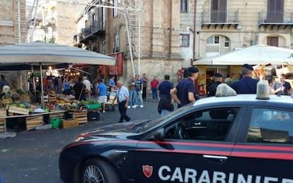 Palermo, ruba banconota da tasca di turista con una pinza: arrestato